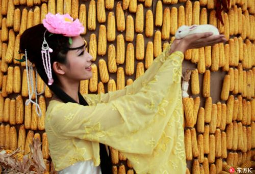 The customs and legends of Mid-Autumn Festival