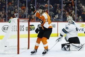 Hayes scores 2, Flyers top Sharks 4-2 for 4th straight win