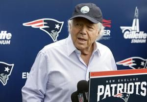 Patriots owner Robert Kraft charged with soliciting prostitution in Florida