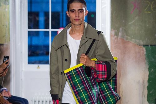 Burberry Exhibits a Full Range of Colors in its Fall 2017 Collection