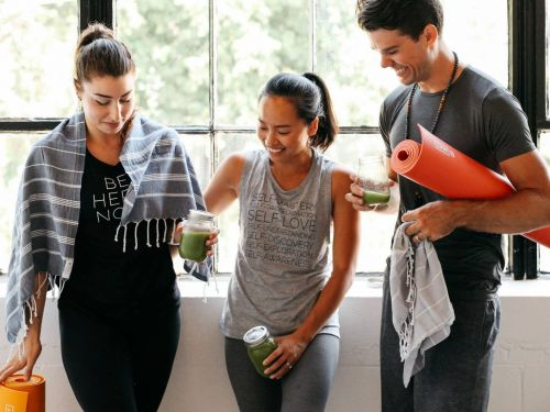 This college dropout built a $1.9 million workout clothing business without any investors or loans - and her advice is surprisingly simple