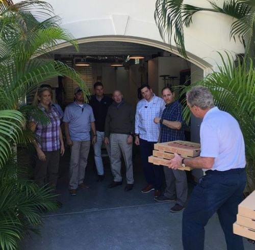 Bush gets pizza for Secret Service, calls for end the shutdown