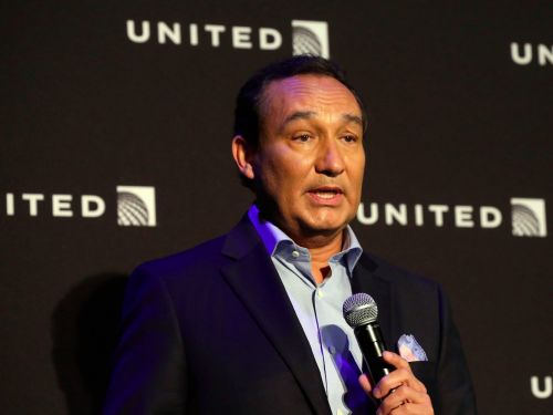 United CEO Oscar Munoz is stepping down and transitioning to chairman in 2020, with president Scott Kirby taking his place