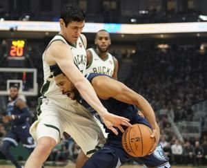 Gasol, Grizzlies hold off Bucks late for 116-113 win