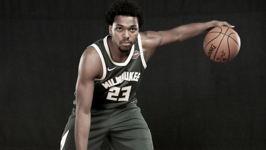 Milwaukee police apologizes after video of Sterling Brown tasing released