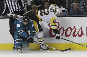 Dell's 31 saves help Sharks beat Penguins 2-1