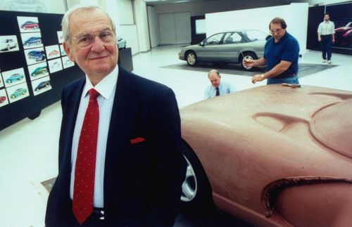 Auto industry icon Lee Iacocca dies at 94