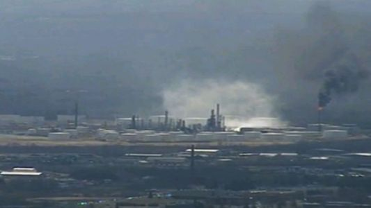 Explosion rocks northern Wisconsin oil refinery; multiple injuries reported