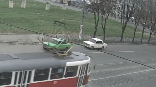 Lada Towing Lada Goes About As Well As You'd Expect