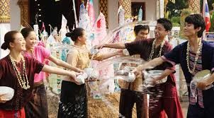 Foreign & local tourists increases during Songkran