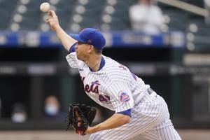 Mets scratch deGrom because of tightness in right side