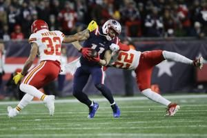 Chiefs lean on defense to beat Patriots in New England