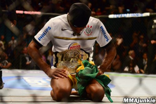 Tribute to the Kings results: Anderson Silva turns back the clock, wins in boxing return vs. Julio Cesar Chavez Jr