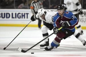 Avalanche beat Kings 2-1 in shootout to extend road streak