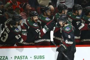 Keller scores twice, 1st-place Coyotes beat Blackhawks 5-2