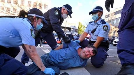 Arrests as anti-lockdown protesters clash with police in Sydney