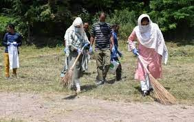 Kashmir Tourism, other stakeholders organise cleanliness drive at Cherry Park