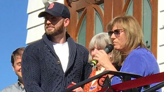 Chris Evans returns home to Mass., helps dedicate new arts space
